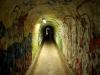 ... durch Tunnel …